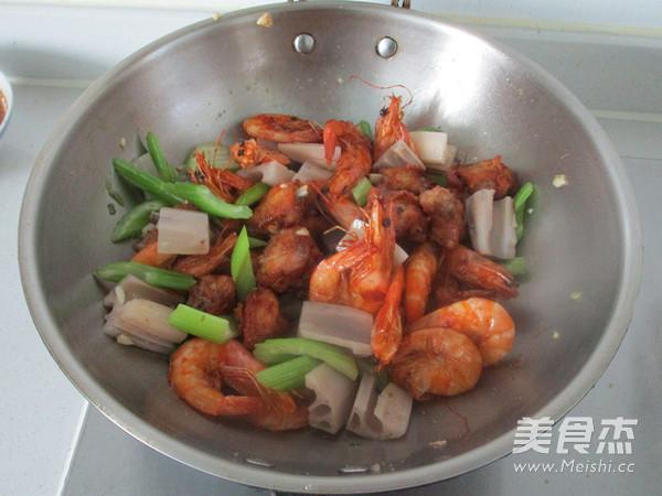 干锅鸡翅虾的做法 家常干锅鸡翅虾的做法 干锅鸡翅虾的家常做法大全图片