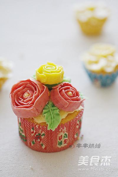 玫瑰花纸杯蛋糕的做法