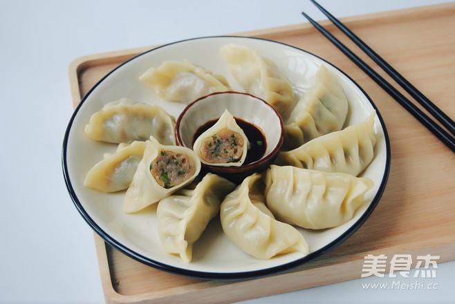 韭菜大肉饺的做法_家常韭菜大肉饺的做法