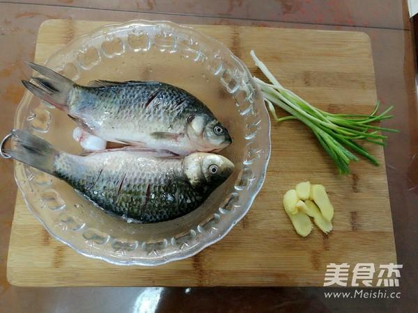 产妇鲫鱼汤的做法_家常产妇鲫鱼汤的做法【图