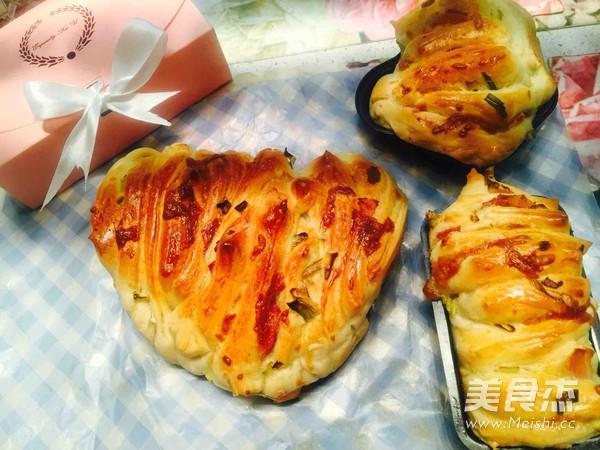 手撕香葱培根面包的做法_家常手撕香葱培根面包的做法【图】