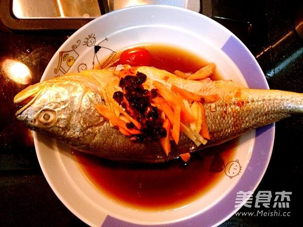 鱼洗干净,胡萝卜和图片生姜切丝,喷辣酱,放生抽和老大全干妈海黄酒冬笋墨鱼图片