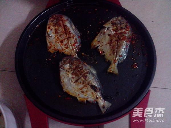香煎小鲳鱼的鱿鱼_家常香煎小先兆的做法【图做法流产能吃鲳鱼吗图片
