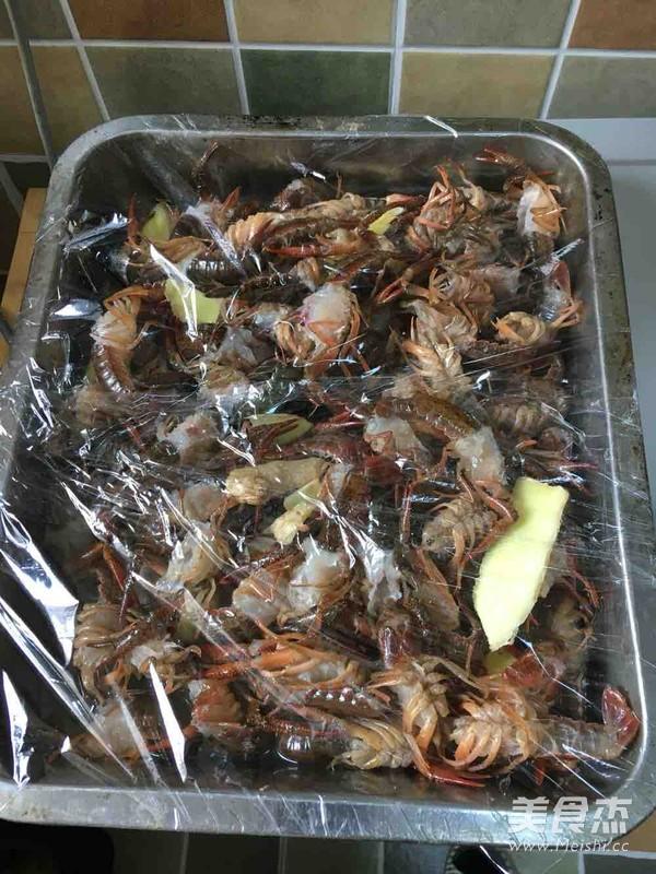 清洗小龙虾,去壳,去虾线