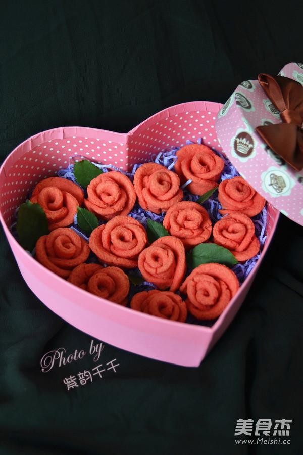 用手纸叠玫瑰花