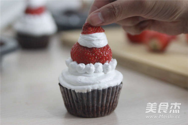 圣诞老人纸杯蛋糕的做法