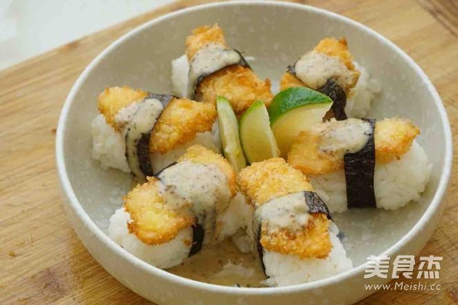 炸三文鱼寿司的做法_家常炸三文鱼寿司的做法