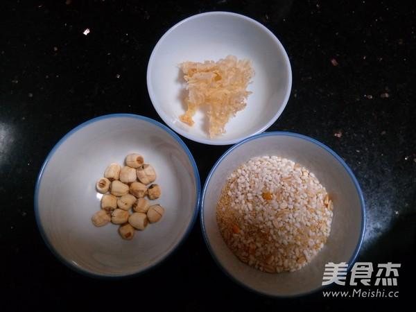银耳莲子双米粥