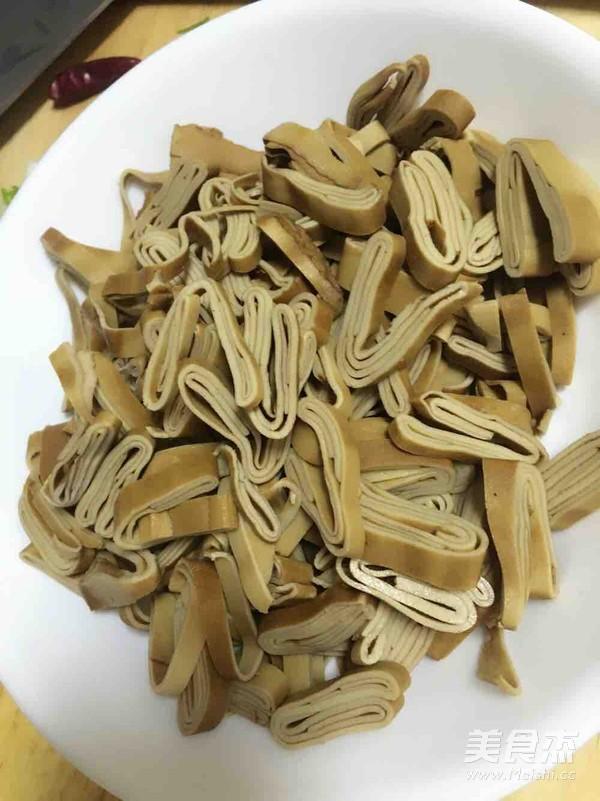 香菜炒豆腐皮的做法