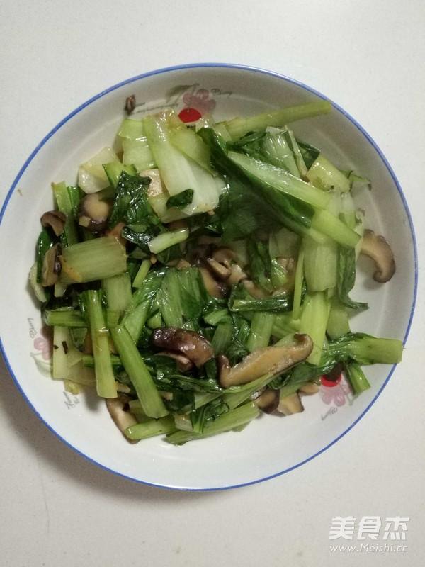 青菜炒香菇的做法