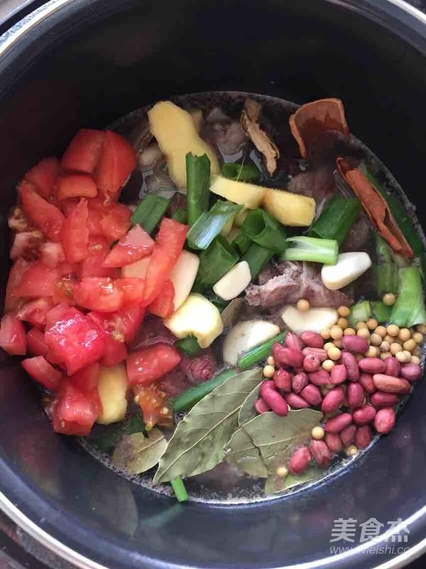 红炖木耳的牛尾【猪脚图】_做法_美食杰菜谱步骤汤图片