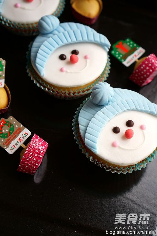 雪人纸杯蛋糕的做法_家常雪人纸杯蛋糕的做法【图】