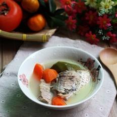 青红萝卜鲫鱼汤