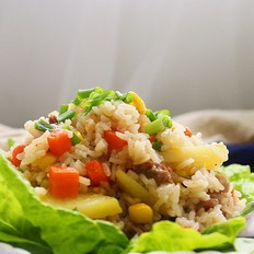 猪肉粒蔬菜焖饭