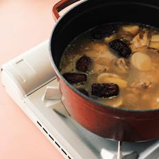 这是一道流传很久的月子菜—麻油鸡