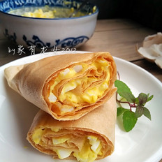 鸡蛋沙拉煎饼卷